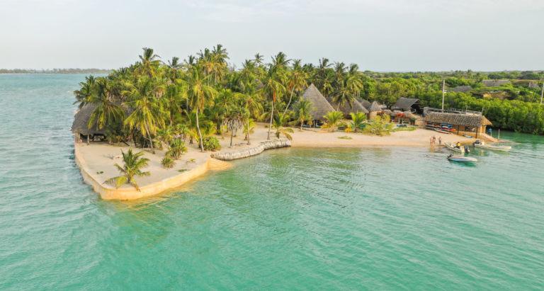 Manda Bay, Кения